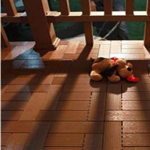 Le bois composite en plastique WPC Decking terrasse extérieure des panneaux de tuiles