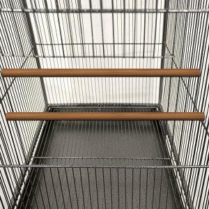 平屋建家屋の屋根の金属の大きい鳥籠、オウムのケージ