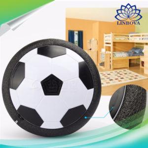 LEDの軽い音楽点滅のサッカーボールは屋内浮かぶフットボールの子供のおもちゃをもてあそぶ