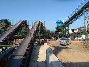 Les mines de charbon en acier robuste souple longue distance de la courroie du convoyeur à rouleaux