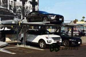 二重駐車の2つのポストのホームガレージ車の上昇