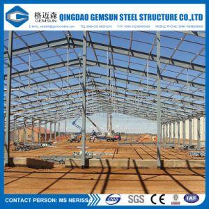 Estructura de acero de construcción con todos los accesorios necesarios