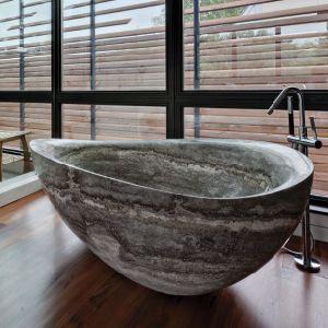 Huis die de Gesneden Natuurlijke Badkuip van de Badkamers van de Steen met behulp van