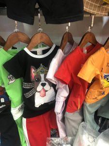 형식 소년 t-셔츠는 주식에 있는 세트 아이 옷을 헐덕거린다