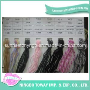 El tejer a mano alfombras de lana Hilado