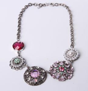 216a66e9c359 Flor de moda collar con abalorios de acrílico – Flor de moda collar ...
