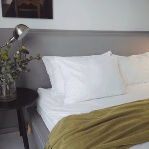 3 chambres de contrôle thermique des couches de remplissage de plumes de canard blanc vers le bas et de polyester et oreillers de remplissage