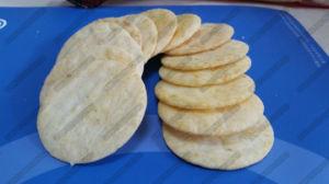 Gebratene Käse-Aroma-Reis-Bissen, die Maschine herstellen