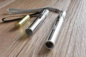 USB die de LEIDENE Glans van het Roestvrij staal MiniPenlight laden