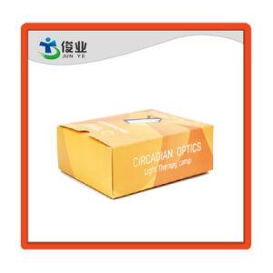عالة علامة تجاريّة [برينتينغ ببر] يعبّئ صندوق من الورق المقوّى