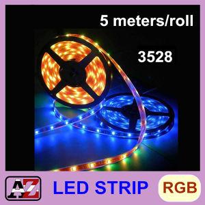 L'indicatore luminoso di striscia impermeabile di alta qualità 3528 LED 5 misura 300 LED con un contatore RGB