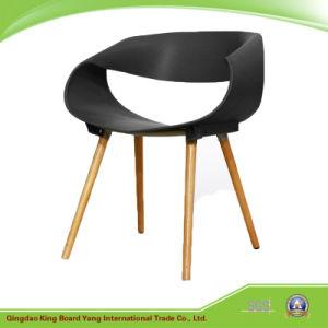 Un Design Moderne Colore En Plastique Empilables Chaise De Salle A
