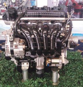 4ストローク6000rpmの車のエンジン