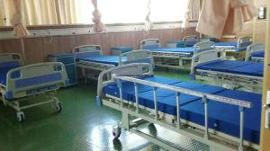Enfermaria médico de cuidados de enfermagem a cama com três gira mobília hospitalar (SLV-B4026)