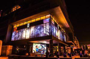 P4 (500X500mm) dell'interno e decorazione trasparente esterna della finestra di visualizzazione del LED di vetro di colore completo che fa pubblicità all'alta visualizzazione trasparente della fase LED di Definiation dello schermo