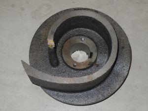 Bomba sumergible con cortador impelente
