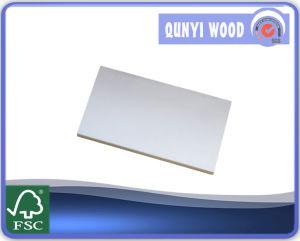 Blanc chaud produit apprêté jambage de encadrement de porte en bois plat