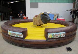 Debacle loco inflables Toro de Rodeo de la zona de juegos