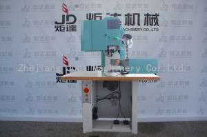 洗濯機のRiveting機械が付いている自動安全靴のDリングのバックルボタン