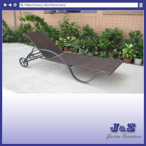 屋外のテラスの藤のセットされる柳細工のChaiseのラウンジチェアのテラスの家具の庭(J4215)