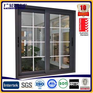 Puerta corrediza con el interior Parrillas y pantalla de la mosca