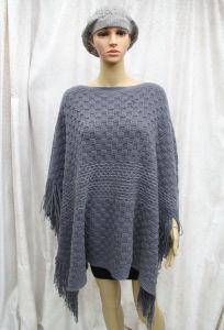 女性の新しい方法銀のしまのあるアクリルの編まれた冬のポンチョ(YKY4501)