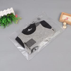 Vêtements de système d'emballage, avec sac en polyéthylène et de sacs en papier ou carton.