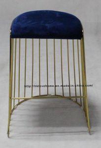 金属の庭のレストラン椅子を食事するスタック可能青いワイヤーバースツール