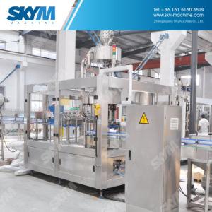 O enchimento do reservatório de água da máquina de nivelamento da máquina de embalagem de bebidas