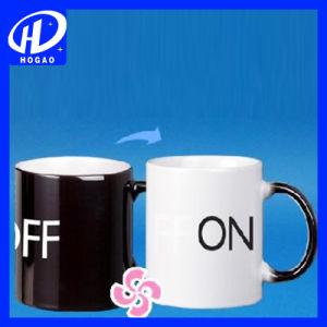 陶磁器のミルクのコップを変更する漫画の陶磁器のマグの熱いカラー