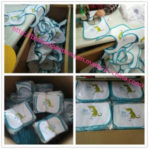 顧客用ロゴは印刷された綿のテリージャージーの布の昇進の幼児赤ん坊のよだれの胸当てを刺繍した
