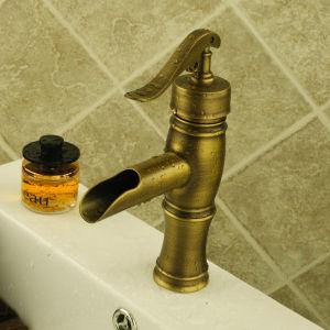 旧式な銅のタケ滝の浴室の洗面器のミキサーのコック(6615)