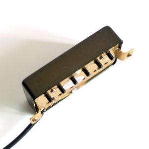 La posición de puente de 16K Custom Guitarra Lp recogedor en color negro.