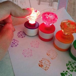 ترويجيّ رخيصة عالة يشعل بلاستيك فوق ماس أطفال دموع