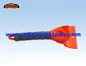 La función de Muti rascador de hielo de coche de plástico con mango de EVA (nc2147)