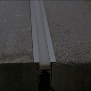 セリウムRoHS Apt03 IP67線形軽いIngroundは3528SMD 60LED/Mの屋外のライトバーのためのネオン屈曲のストリップとの暗闇LEDのアルミニウム放出のプロフィールを防水しない