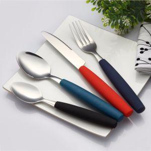 プラスチックハンドルが付いている18/8のステンレス鋼の平皿類の食事用器具類