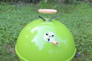 Le charbon de bois Barbecue portable Grill BBQ Grill à bille de plein air avec des couleurs différentes