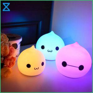 工場高品質100%年のシリコーンのシェルが付いているPolychrome LEDの赤ん坊夜ライトを作り出す