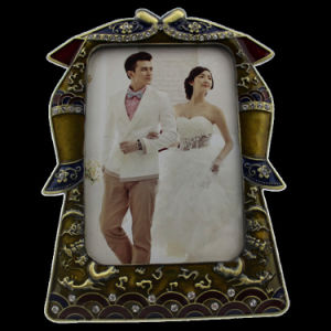 卸し売り骨董品は制作する記念品型の金属の写真フレーム(001)を