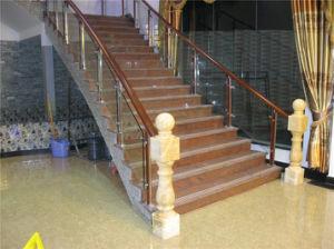 La scala a spirale di legno dell'acciaio inossidabile di disegno di modo fa un passo inferriata di asta della ringhiera
