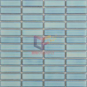 De lichtblauwe Glanzende Ceramische Tegel van het Mozaïek voor de Decoratie van de Muur van de Badkamers (CFL23)