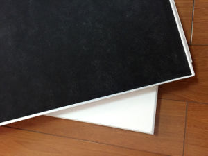 A abraçadeira do tubo de alumínio de teto de metal no painel do teto falso de tecto suspenso