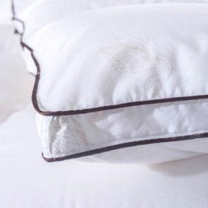 El lujo de alta calidad en color blanco cálido edredón algodón alternativa en el Hotel