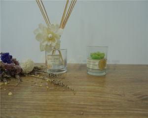 La copa de cristal con vela de cera de soja natural