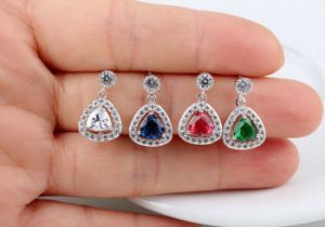 CZの立方ジルコニアのダイヤモンドのジルコンの銀のイヤリングの方法宝石類