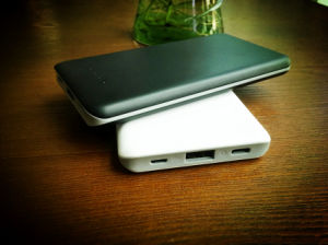 Dos puertos USB 8000mAh batería externa portátil al aire libre con espejo