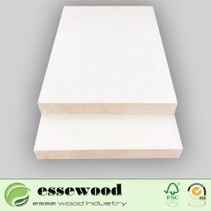 Blanc recouvert de gesso pin de Monterey encadrements de porte de porte en bois massif à plat jambage de porte