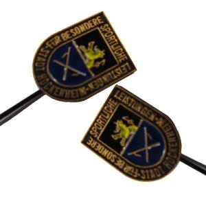 Kundenspezifisches antikes Messingdecklack-Großhandelsabzeichen mit langer Nadel (135)