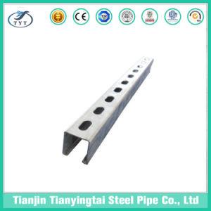 El acero C Canal con los orificios